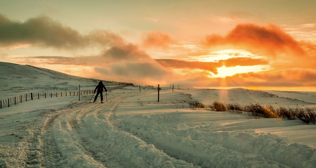 Skiing down to Wanlockhead from Lowther Hill