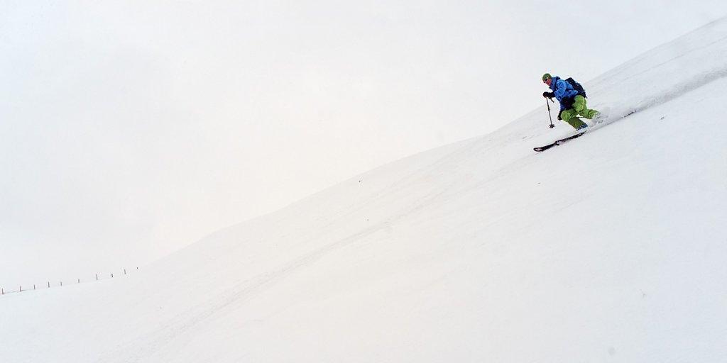 04-win-ripped-packed-powder-skiing.jpg