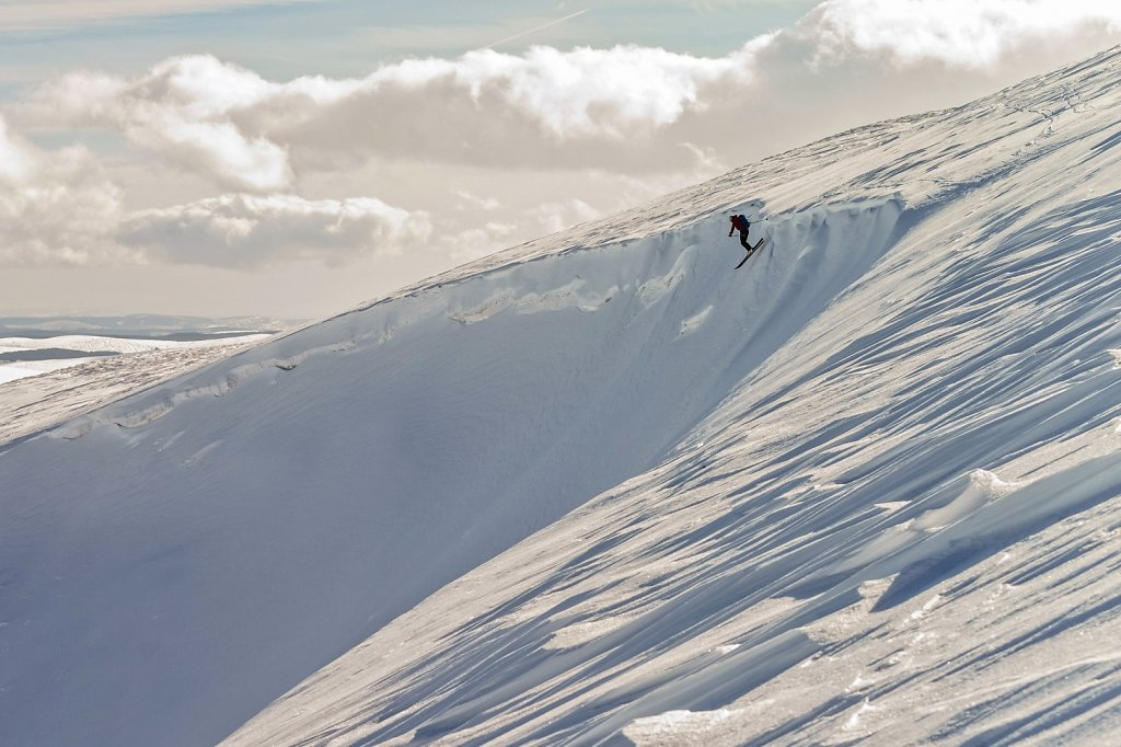 Pete dropping the cornice